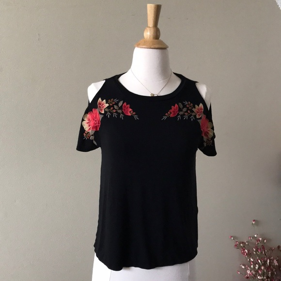 a8f9556f6b28e American Eagle Outfitters Tops - AEO soft   sexy roses tee